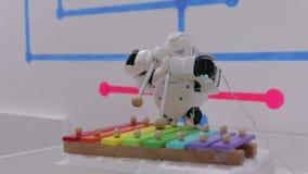 Τα παιχνίδια μουσικής ρομπότ φιλμ μικρού μήκους