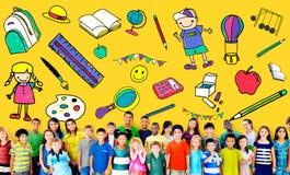 Τα παιχνίδια σχολικής εκπαίδευσης παιδιών γεμίζουν τη νέα έννοια Στοκ Εικόνα