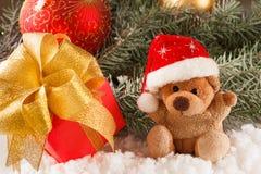 Τα παιχνίδια Χριστουγέννων teddy αντέχουν με τη διακόσμηση, έννοια Στοκ Φωτογραφίες