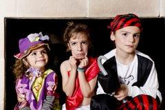 Τα παιδιά έντυσαν όπως πειρατές Στοκ Εικόνες