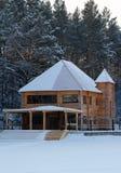 τα παιδιά ανασκόπησης κυβίζουν απομονωμένο σπίτι άσπρο ξύλινο παιχνιδιών του s Στοκ φωτογραφία με δικαίωμα ελεύθερης χρήσης