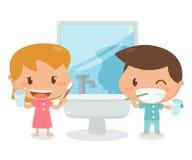 Τα παιδιά βουρτσίζουν τα δόντια Στοκ Φωτογραφία