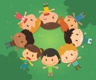 Τα παιδιά βρίσκονται στο χορτοτάπητα Στοκ Φωτογραφία