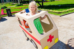 Τα παιδιά παίζουν το γιατρό Στοκ Φωτογραφίες