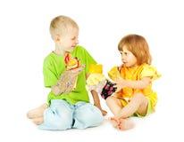 τα παιδιά παίζουν το θέατρ&omi Στοκ φωτογραφία με δικαίωμα ελεύθερης χρήσης