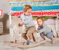 Τα παιδιά παίζουν. Στοκ φωτογραφία με δικαίωμα ελεύθερης χρήσης