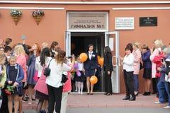 Τα παιδιά πηγαίνουν πίσω στο σχολείο - διακοπές το Σεπτέμβριο, η πρώτη θέση Στοκ Φωτογραφίες
