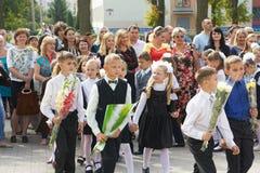 Τα παιδιά πηγαίνουν πρώτη ημέρα του σχολείου Στοκ Εικόνα