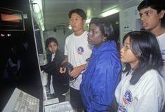 Τα παιδιά στο εκπαιδευτικό διαστημικό λεωφορείο επιδεικνύουν στο διαστημικό στρατόπεδο, George Γ Κέντρο διαστημικής πτήσης του Ma στοκ φωτογραφία με δικαίωμα ελεύθερης χρήσης