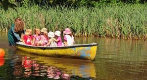 Τα παιδιά ταξιδεύουν Στοκ Εικόνες