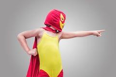 Τα παιδιά του ντυμένου με κοστούμι ήρωα Στοκ φωτογραφία με δικαίωμα ελεύθερης χρήσης