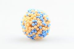 τα παιδιά χρωματίζουν το απομονωμένο πρότυπο λευκό παιχνιδιών μορίων Στοκ εικόνες με δικαίωμα ελεύθερης χρήσης