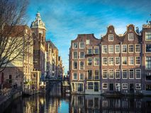 Τα παλαιά σπίτια Armbrug Άμστερνταμ καναλιών αναδρομικό κοιτάζουν Στοκ εικόνα με δικαίωμα ελεύθερης χρήσης