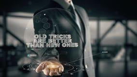 Τα παλαιά τεχνάσματα είναι καλύτερα από νέα με την έννοια επιχειρηματιών ολογραμμάτων Στοκ φωτογραφία με δικαίωμα ελεύθερης χρήσης