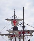 τα πανιά ιστών και τα ξάρτια της Παναγίας που μια ιστορική ναυσιπλοΐα στέλνει στο λιμάνι του Φουνκάλ με τα άσπρα πανιά με τους Ερ στοκ φωτογραφία με δικαίωμα ελεύθερης χρήσης