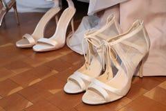 Τα παπούτσια βλέπουν τα παρασκήνια ενώπιον της νυφικής επίδειξης μόδας ανοίξεων του 2019 του Justin Αλέξανδρος Στοκ φωτογραφίες με δικαίωμα ελεύθερης χρήσης