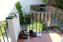 Τα παπούτσια επίσης πεζοπορίας χρειάζονται ένα σπάσιμο Στοκ εικόνα με δικαίωμα ελεύθερης χρήσης