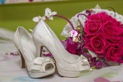 Νυφικά παπούτσια και εξαρτήματα Στοκ φωτογραφία με δικαίωμα ελεύθερης χρήσης