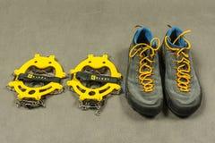 Τα παπούτσια προσέγγισης παρουσίασης και τα αντιολισθητικά σκυλιά έλκηθρου Στοκ Εικόνα