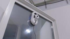Τα παράθυρα πλένουν το ρομπότ απόθεμα βίντεο