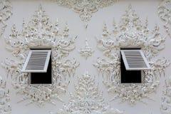 Τα παράθυρα του άσπρου ναού Στοκ Φωτογραφία