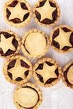 Τα παραδοσιακά σπιτικά φρούτα κομματιάζουν τις πίτες στοκ εικόνες