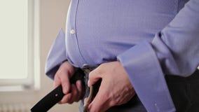 Τα παχιά φερμουάρ ατόμων τα εσώρουχά του κλείνουν επάνω απόθεμα βίντεο