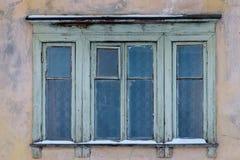 Τα παλαιά παράθυρα του παλαιού σπιτιού Στοκ Εικόνες