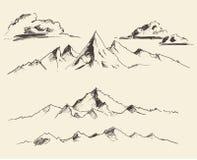 Τα περιγράμματα βουνών που χαράσσουν το διανυσματικό χέρι σύρουν Στοκ εικόνα με δικαίωμα ελεύθερης χρήσης