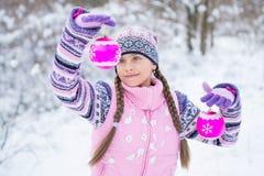 τα περιγράμματα χρωμάτων Claus Χριστουγέννων έντυσαν τα ευτυχή στρώματα απεικόνισης όπως ανδρών το εύθυμο νέο santa χωριστό έτος  Στοκ Φωτογραφία