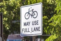 Τα ποδήλατα μπορούν να χρησιμοποιήσουν το πλήρες σημάδι παρόδων Στοκ φωτογραφίες με δικαίωμα ελεύθερης χρήσης