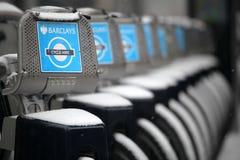 Τα ποδήλατα του Λονδίνου το χειμώνα κλείνουν επάνω στοκ εικόνα με δικαίωμα ελεύθερης χρήσης