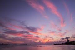 Τα πορφυρά σύννεφα φτερών εμφανίστηκαν στον ουρανό Tamsui Στοκ Φωτογραφία
