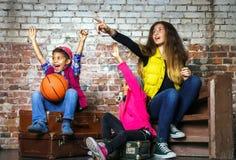 Τα πολυ-εθνικά παιδιά ομαδοποιούν το πορτρέτο Στοκ εικόνες με δικαίωμα ελεύθερης χρήσης