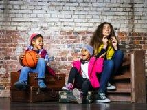 Τα πολυ-εθνικά παιδιά ομαδοποιούν το πορτρέτο Στοκ Φωτογραφία
