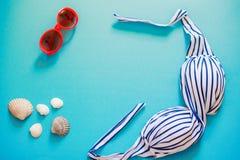 Τα πράγματα θερινής κολύμβησης σε ένα φωτεινό υπόβαθρο Στοκ εικόνα με δικαίωμα ελεύθερης χρήσης