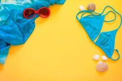 Τα πράγματα θερινής κολύμβησης σε ένα φωτεινό υπόβαθρο Στοκ Φωτογραφίες