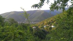 Τα πράσινα δασικά βουνά Sheki την άνοιξη Στοκ εικόνες με δικαίωμα ελεύθερης χρήσης