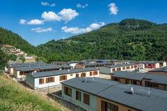 Τα προκατασκευασμένα σπίτια έχτισαν μετά από το σεισμό που χτύπησε την πόλη Arquata del Tronto στις 24 Αυγούστου 2016, στην Ιταλί Στοκ Φωτογραφίες