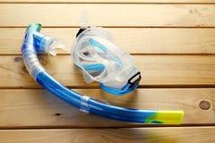 Τα προστατευτικά δίοπτρα και κολυμπούν με αναπνευτήρα Στοκ Εικόνες
