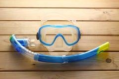 Τα προστατευτικά δίοπτρα και κολυμπούν με αναπνευτήρα Στοκ Εικόνα