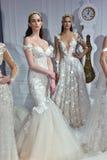 Τα πρότυπα θέτουν κατά τη διάρκεια της νυφικής παρουσίασης άνοιξης/καλοκαιριού 2017 εβδομάδας μόδας Galia Lahav Στοκ Φωτογραφία