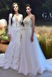 Τα πρότυπα θέτουν κατά τη διάρκεια της νυφικής παρουσίασης άνοιξης/καλοκαιριού 2017 εβδομάδας μόδας Galia Lahav Στοκ εικόνες με δικαίωμα ελεύθερης χρήσης