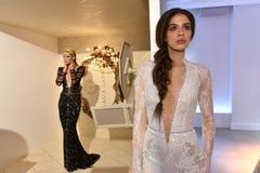 Τα πρότυπα θέτουν κατά τη διάρκεια της νυφικής παρουσίασης άνοιξης/καλοκαιριού 2017 εβδομάδας μόδας Galia Lahav Στοκ εικόνα με δικαίωμα ελεύθερης χρήσης