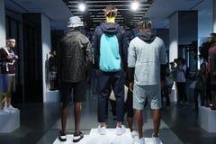 Τα πρότυπα θέτουν κατά τη διάρκεια του θανάτου στην παρουσίαση αντισφαίρισης Στοκ Φωτογραφίες