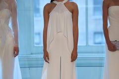 Τα πρότυπα θέτουν στο διάδρομο για τη νυφική επίδειξη μόδας ανοίξεων του 2019 του Justin Αλέξανδρος Στοκ φωτογραφία με δικαίωμα ελεύθερης χρήσης