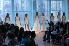 Τα πρότυπα θέτουν στο διάδρομο για τη νυφική επίδειξη μόδας ανοίξεων του 2019 του Justin Αλέξανδρος Στοκ εικόνα με δικαίωμα ελεύθερης χρήσης