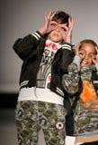 Τα πρότυπα περπατούν το διάδρομο στη επίδειξη μόδας παιδιών της Nike Levi's κατά τη διάρκεια της πτώσης του 2015 εβδομάδας μόδας  Στοκ Φωτογραφία