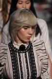 Τα πρότυπα περπατούν το φινάλε διαδρόμων για τη επίδειξη μόδας της Anna Sui Στοκ φωτογραφίες με δικαίωμα ελεύθερης χρήσης