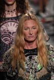 Τα πρότυπα περπατούν το φινάλε διαδρόμων για τη επίδειξη μόδας της Anna Sui Στοκ εικόνες με δικαίωμα ελεύθερης χρήσης
